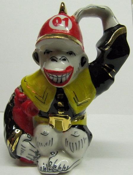 Скульптура Пожарная обезьяна цветная